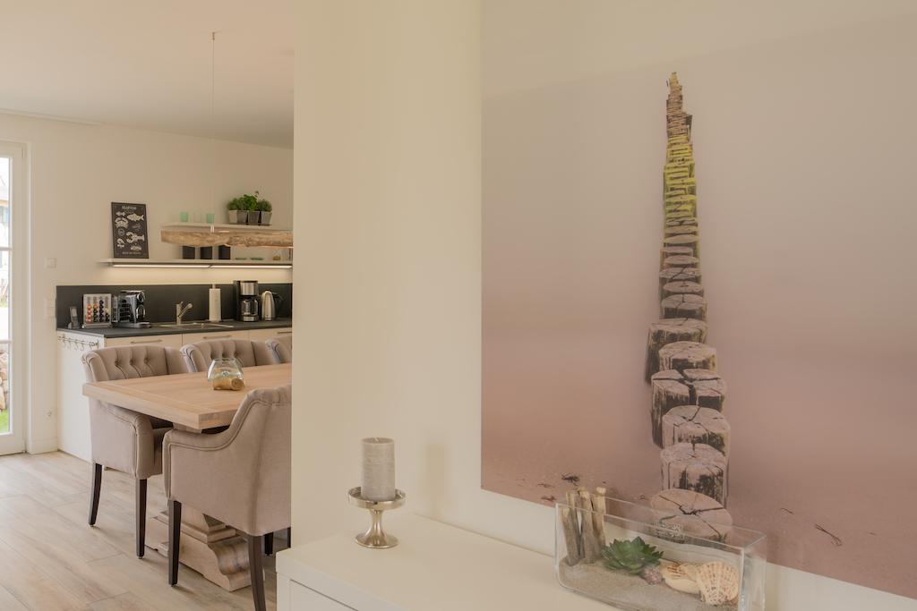 Eingangsbereich mit Blick in die Küche